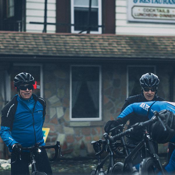 združite se s kolesarskimi prijatelji